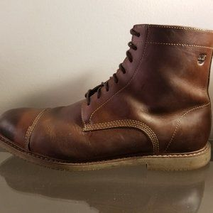 timberland boots size nine with a zipper